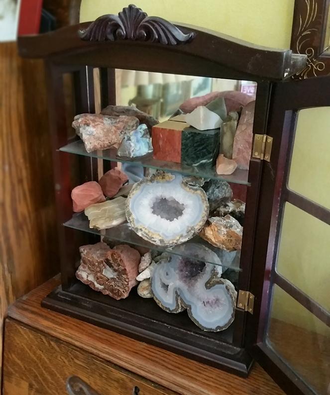 rock_cabinet